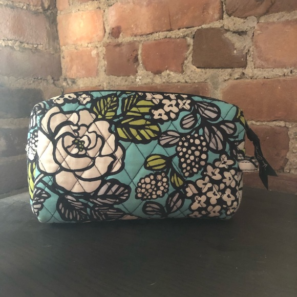 217a26a759 Medium Cosmetic Bag - Vera Bradley Island Bloom. M 5a650a9846aa7c051ea336dc
